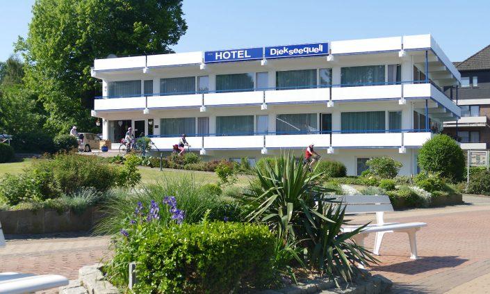 Hotel Diekseequell Bad Malente Diekseepromenade mit Radfahrer